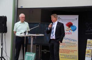 Bürgermeister Dr. Remco van der Velden überbringt die Glückwünsche von Rat und Verwaltung.